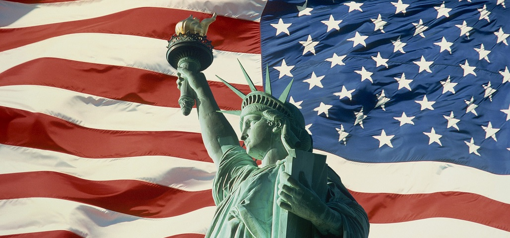 statue-liberty-and-american-flag-new-york